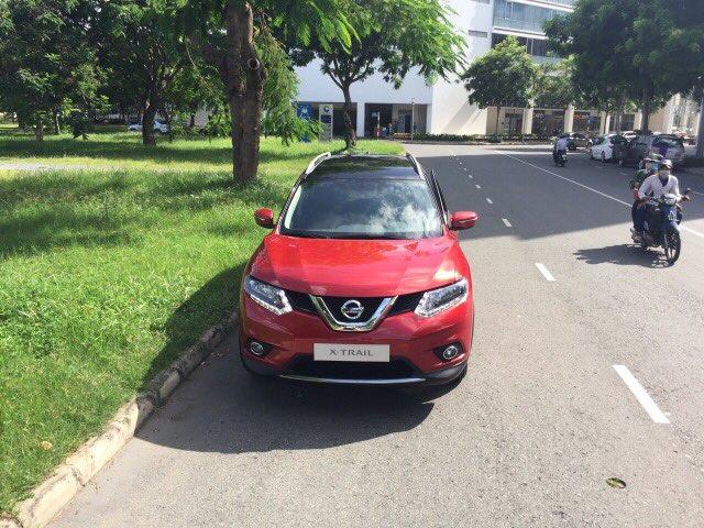 Nissan X-Trail xuất hiện trên đường phố với màu sơn lạ mắt - Ảnh 2.