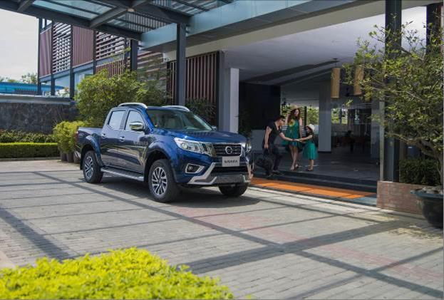 """Chuẩn """"soái ca"""" Minh Tiệp bên gia đình ngày cuối tuần với Nissan Navara Premium R"""