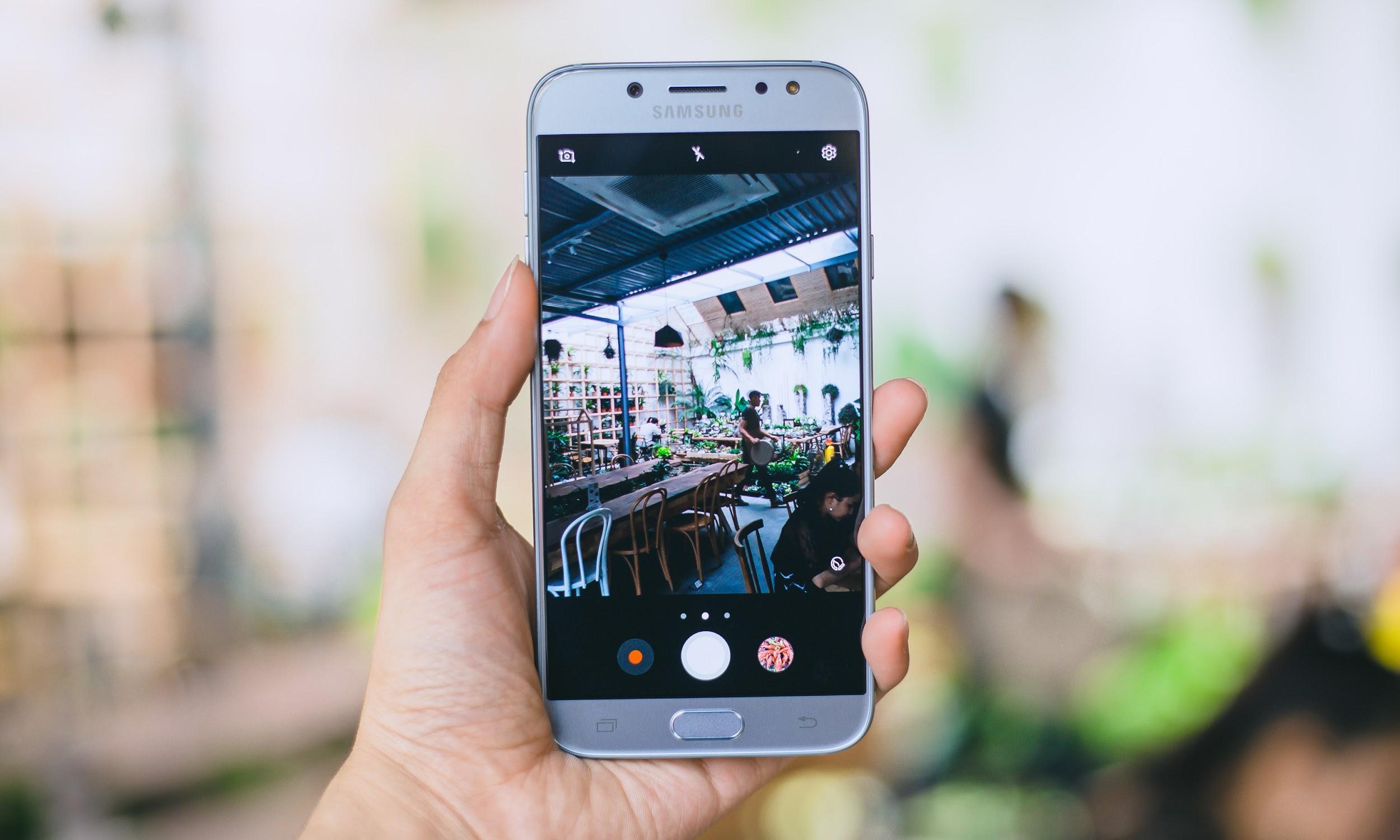 Galaxy J7 Pro vừa tạo cú hích mạnh mẽ tại phân khúc tầm trung