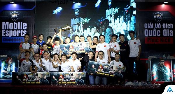 Hoàng Gia mang Cup vô địch giải Phục Kích quốc gia về lại Hà Nội