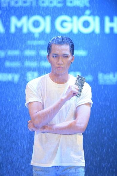 Siêu mẫu Thanh Hằng - Cô giáo chuyên trị bài tập khó với loạt siêu phẩm công nghệ - Ảnh 5.