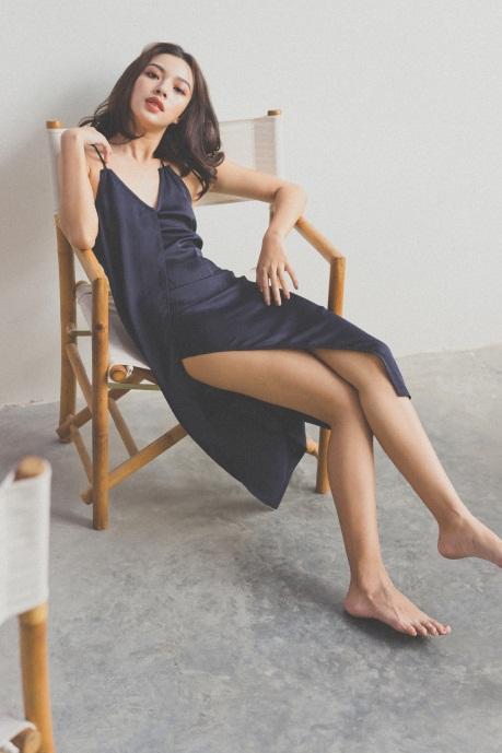 Tú Hảo biến hóa đẹp lạ trong trang phục hè nhiệt đới - Ảnh 3.