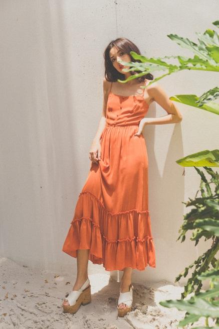 Tú Hảo biến hóa đẹp lạ trong trang phục hè nhiệt đới - Ảnh 8.