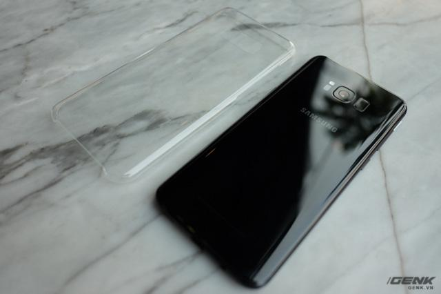 Galaxy S8+ đẹp hơn trong ảnh rất nhiều lần, cảm giác cầm thoải mái - Ảnh 1.