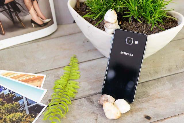 """Choáng ngợp trước màn """"đổ bộ"""" của cơn bão Big Samsung - Ảnh 3."""