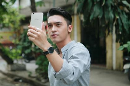 Choáng với trình selfie sống ảo của Kai Đinh & Ê kíp MV Điều buồn nhất - Ảnh 5.