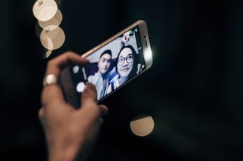Choáng với trình selfie sống ảo của Kai Đinh & Ê kíp MV Điều buồn nhất - Ảnh 6.