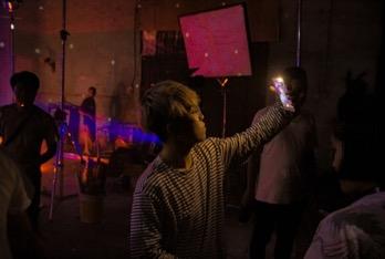 Choáng với trình selfie sống ảo của Kai Đinh & Ê kíp MV Điều buồn nhất - Ảnh 7.