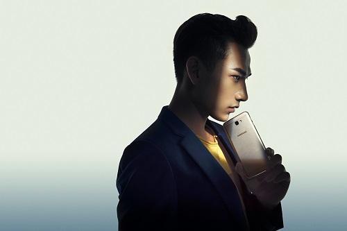 Một soái ca là chưa đủ, Samsung vừa nhân 2 sức mạnh của smartphone bán chạy nhất Việt Nam - Ảnh 6.