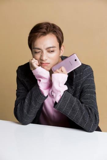 Một soái ca là chưa đủ, Samsung vừa nhân 2 sức mạnh của smartphone bán chạy nhất Việt Nam - Ảnh 12.