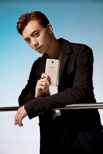 Một soái ca là chưa đủ, Samsung vừa nhân 2 sức mạnh của smartphone bán chạy nhất Việt Nam - Ảnh 14.