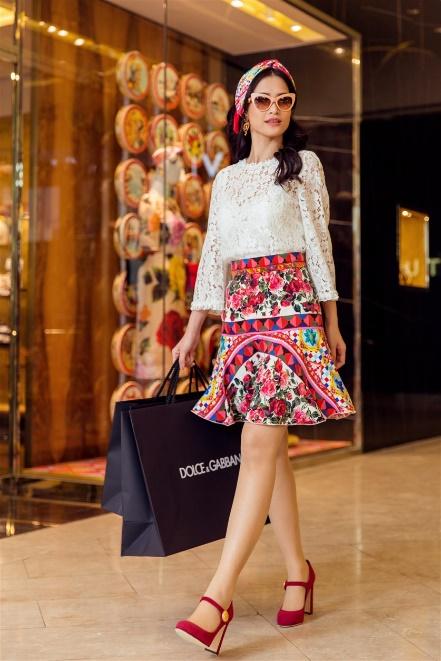 Đông Nhi hoá quý cô hàng hiệu sang chảnh với Dolce Gabbana - Ảnh 5.
