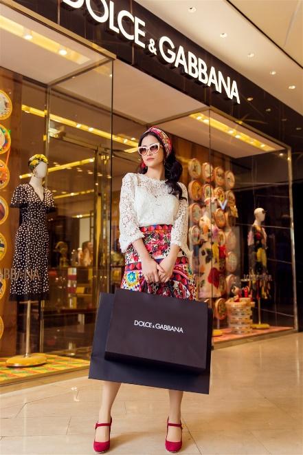 Đông Nhi hoá quý cô hàng hiệu sang chảnh với Dolce Gabbana - Ảnh 6.
