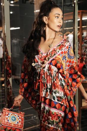 Mâu Thuỷ quyến rũ trong sắc màu nhiệt đới của Dolce & Gabbana - Ảnh 4.