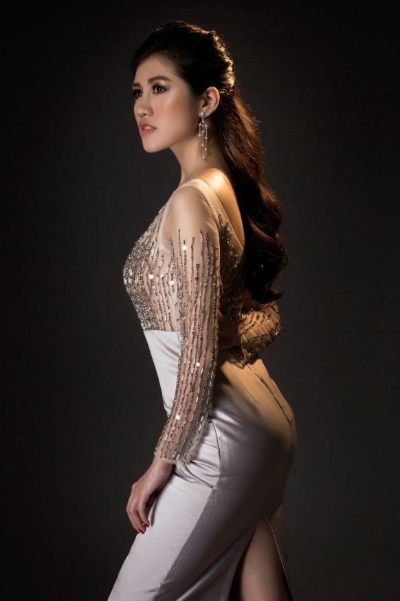 Người đẹp Emily Hồng Nhung đầy ma mị trong trang phục dạ hội mang phong cách châu Âu - Ảnh 6.