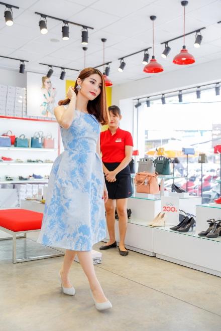 Ngắm Diễm My 9X, Angela Phương Trinh sang chảnh khi diện giày thương hiệu Việt - Ảnh 9.