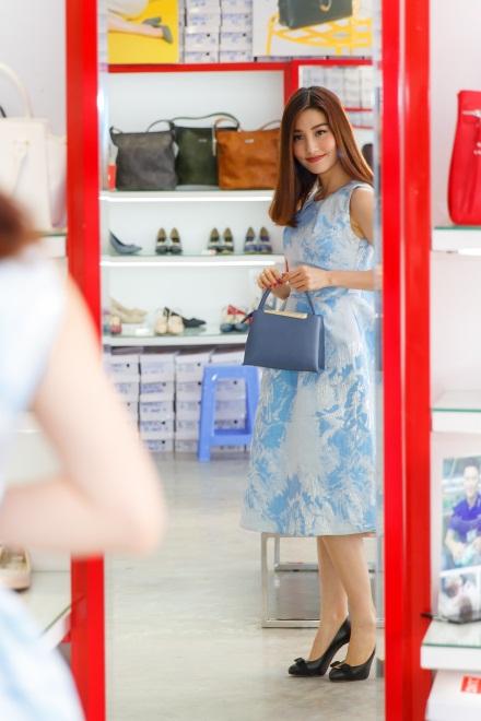 Ngắm Diễm My 9X, Angela Phương Trinh sang chảnh khi diện giày thương hiệu Việt - Ảnh 12.