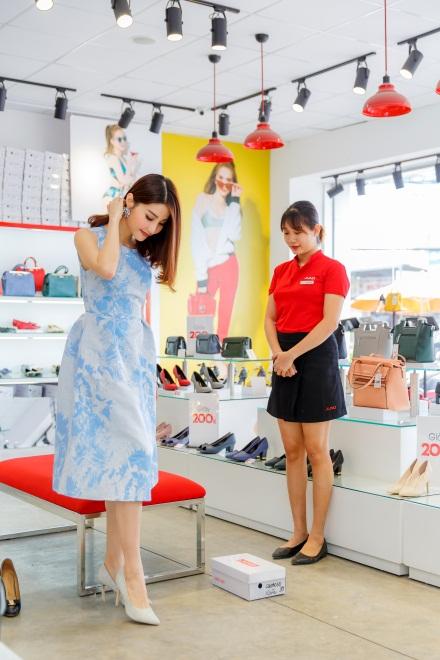 Ngắm Diễm My 9X, Angela Phương Trinh sang chảnh khi diện giày thương hiệu Việt - Ảnh 13.