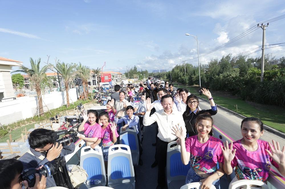 Khám phá tuyến xe bus 2 tầng phục vụ du lịch đầu tiên tại Đà Nẵng - Ảnh 1.