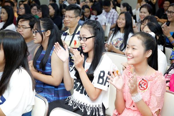Miu Lê và Chi Pu cười sảng khoái trên ghế nóng V-Idols - Ảnh 1.