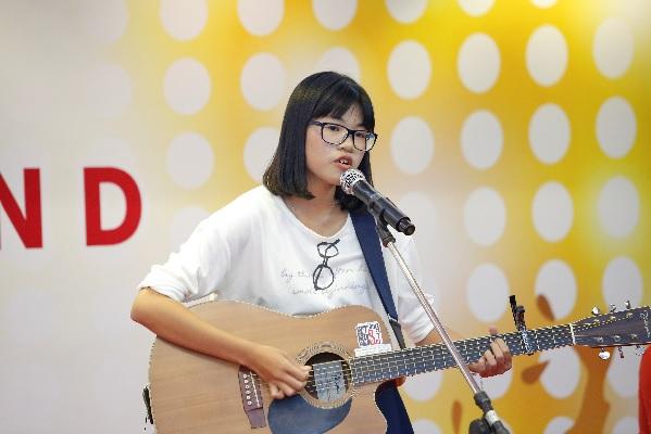 Miu Lê và Chi Pu cười sảng khoái trên ghế nóng V-Idols - Ảnh 3.