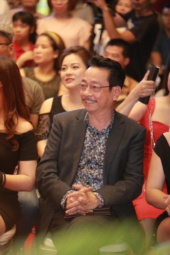 """""""Cha con"""" Phan Quân, Phan Hải được bao vây bởi dàn người đẹp tại sự kiện - Ảnh 3."""
