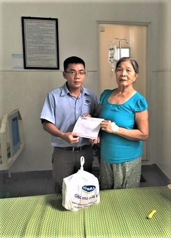 Vinamilk thăm hỏi và tri ân tới các mẹ Việt Nam anh hùng - Ảnh 2.