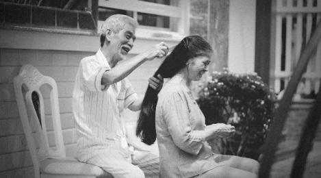 Dù không cầu hôn lãng mạn, thế hệ trước vẫn có những mối tình vượt thời gian đáng ngưỡng mộ - Ảnh 1.