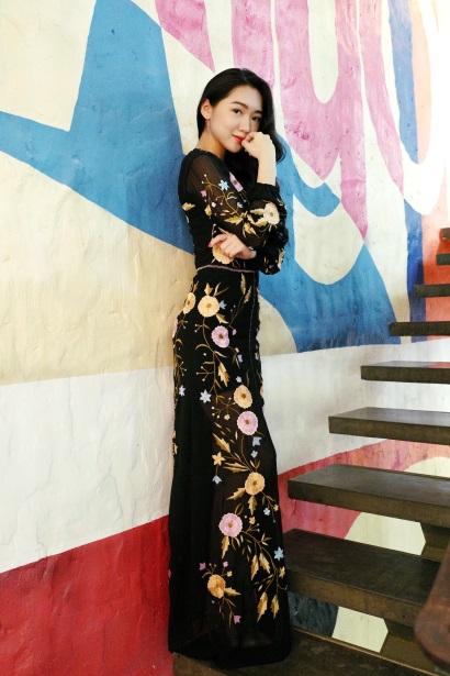 Những chiếc đầm dạ tiệc mà hot girl Việt chấp nhận mặc đụng hàng - Ảnh 4.
