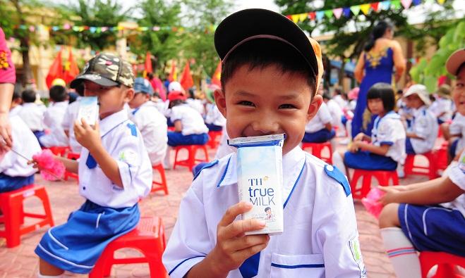 Sữa học đường: Kế hoạch ngắn cho trăm năm trồng người của bà Thái Hương