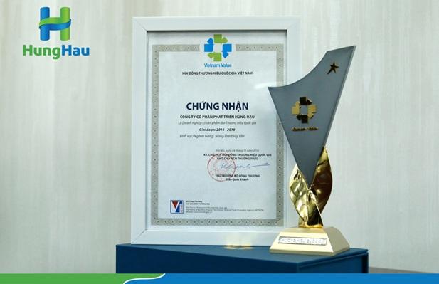 Hùng Hậu được vinh danh tại Lễ Công bố các Doanh nghiệp đạt Thương hiệu Quốc gia 2016