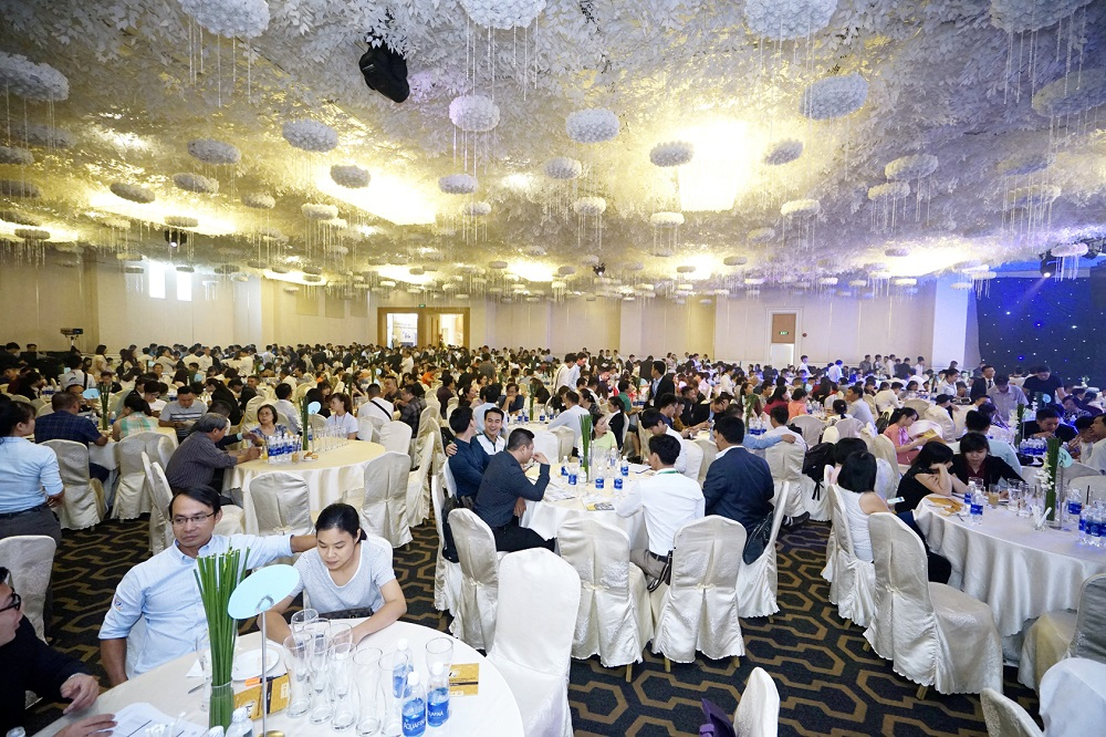 Hàng nghìn khách hàng đã đến tìm hiểu thông tin căn hộ Block Iris 3 và tham gia rút thăm trúng thưởng của HaDo Centrosa Garden.