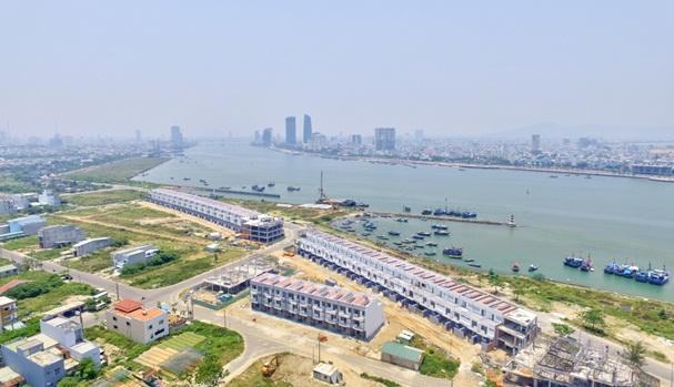 Shophouse thông minh Marina Complex bên bờ sông Hàn với công nghệ smart- green energy được Đất Xanh Miền Trung xây dựng và phát triển trong năm 2016 đã tạo dấu ấn đậm nét trên thị trường.