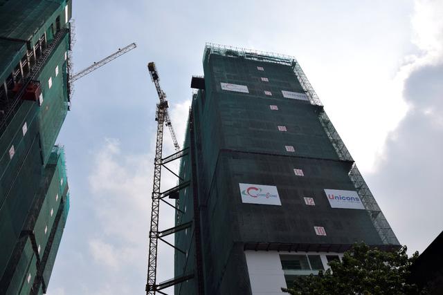 Tháp B Khu phức hợp The GoldView đã cất nóc vào ngày 12/3/2017.