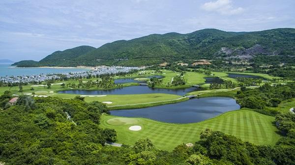 Tiện ích đồng bộ, sở hữu sân golf là những yếu tố tạo nên sự khác biệt cho BĐS nghỉ dưỡng.