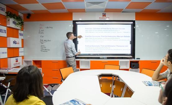 Tiếng Anh chuẩn quốc tế với những giảng viên bản ngữ giàu kinh nghiệm trong môi trường học hiện đại, đầy đủ tiện nghi.