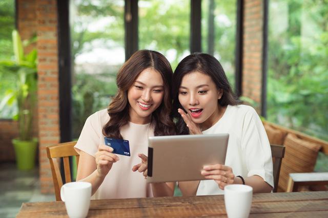 Chủ thẻ Visa Hi-Point Bạch Kim được miễn chứng minh tài chính khi xin visa đi Hàn Quốc.