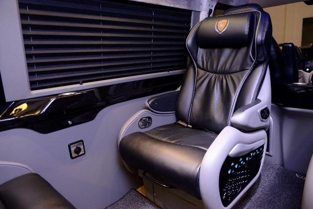 Ghế ngồi cực rộng và thoải mái, độ ngã lưng lớn.