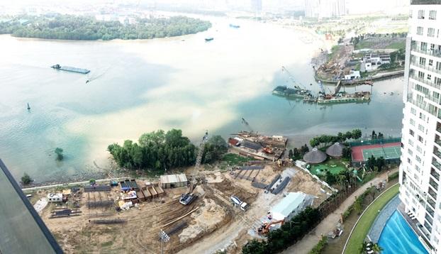 Hình ảnh tiến độ xây dựng cây cầu nhìn từ Diamond Island.