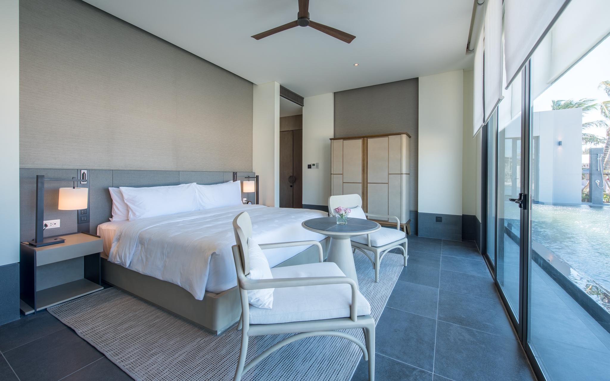 Các căn biệt thự được trang bị nội thất theo tiêu chuẩn khắt khe của Regent Hotels & Resorts.