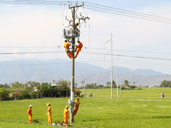 Điện khí hóa nông thôn: Thành tựu lớn của ngành Điện lực sau 10 năm thực hiện Nghị quyết Trung ương 7 khóa X - Ảnh 1.