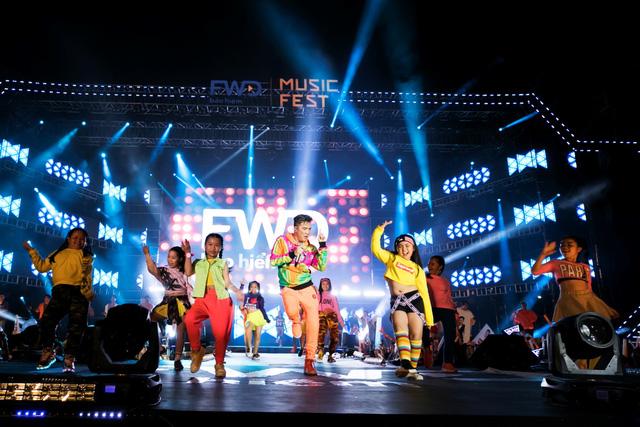 FWD Music Fest xứng đáng là lễ hội âm nhạc hoành tráng của năm - Ảnh 1.