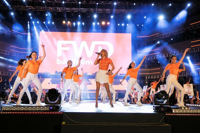 FWD Music Fest xứng đáng là lễ hội âm nhạc hoành tráng của năm - Ảnh 2.