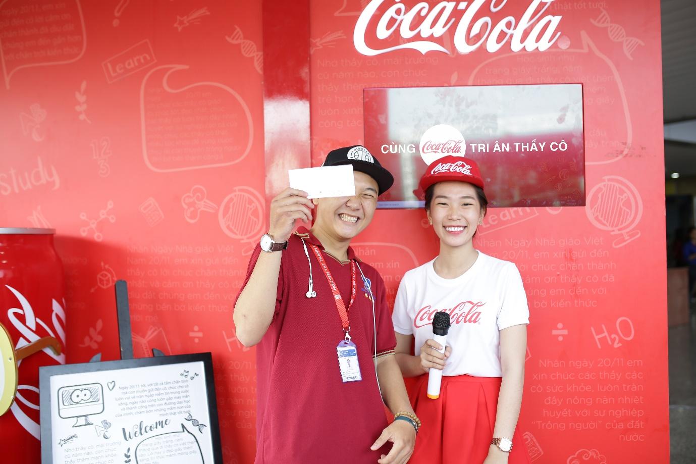 """Loạt ảnh rạng ngời của sinh viên trong sự kiện """"Cùng Coca-Cola tri ân thầy cô"""" - Ảnh 9."""