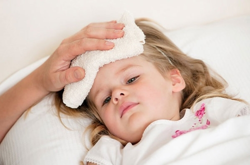Cách bảo vệ sức khỏe của trẻ khi giao mùa - Ảnh 1.