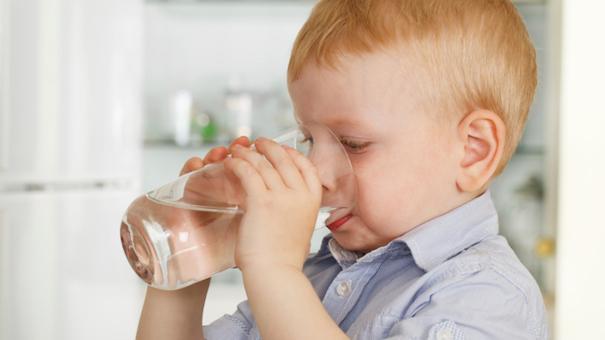 Cách bảo vệ sức khỏe của trẻ khi giao mùa - Ảnh 2.