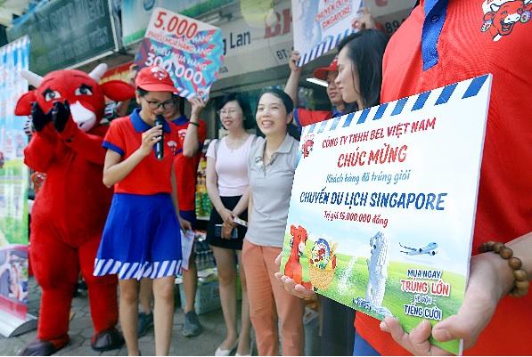 """Đường phố Hà Nội """" náo nhiệt """" với hàng trăm chuyến du lịch Singapore hấp dẫn từ Con Bò Cười - Ảnh 1."""