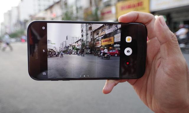 Đâu là điểm vượt trội của camera Galaxy A 2017 so với iPhone 6s Plus?