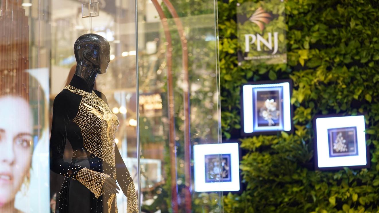 Đế chế kim hoàn PNJ chơi lớn tổ chức triển lãm trang sức ngay khi vừa kết thúc show lớn A Magical Journey - Ảnh 4.