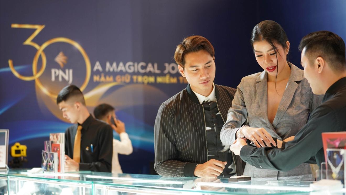 Đế chế kim hoàn PNJ chơi lớn tổ chức triển lãm trang sức ngay khi vừa kết thúc show lớn A Magical Journey - Ảnh 5.